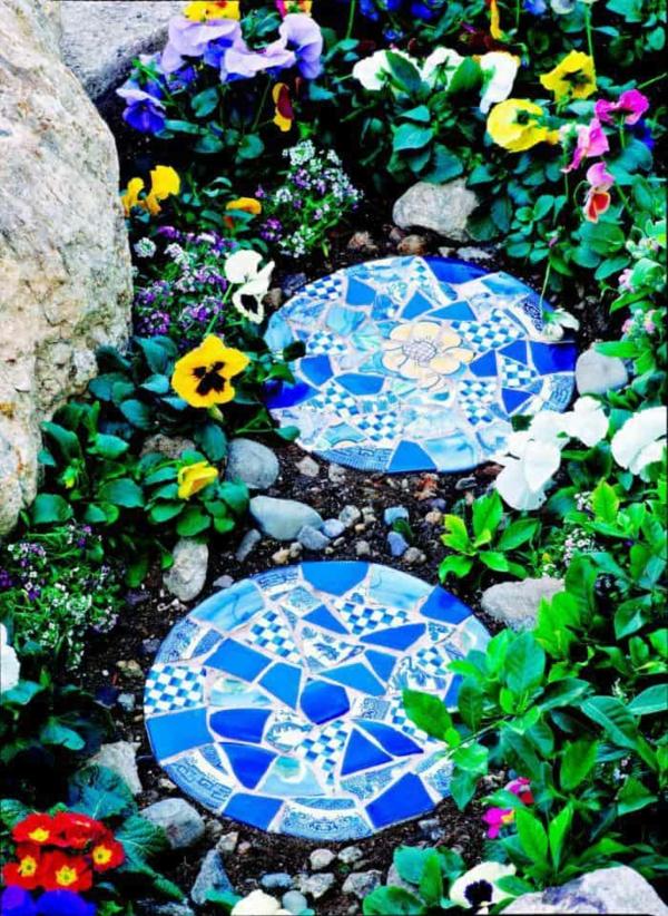 sommer gartendeko selber machen steinplatten dekorieren gartenwege gestalten