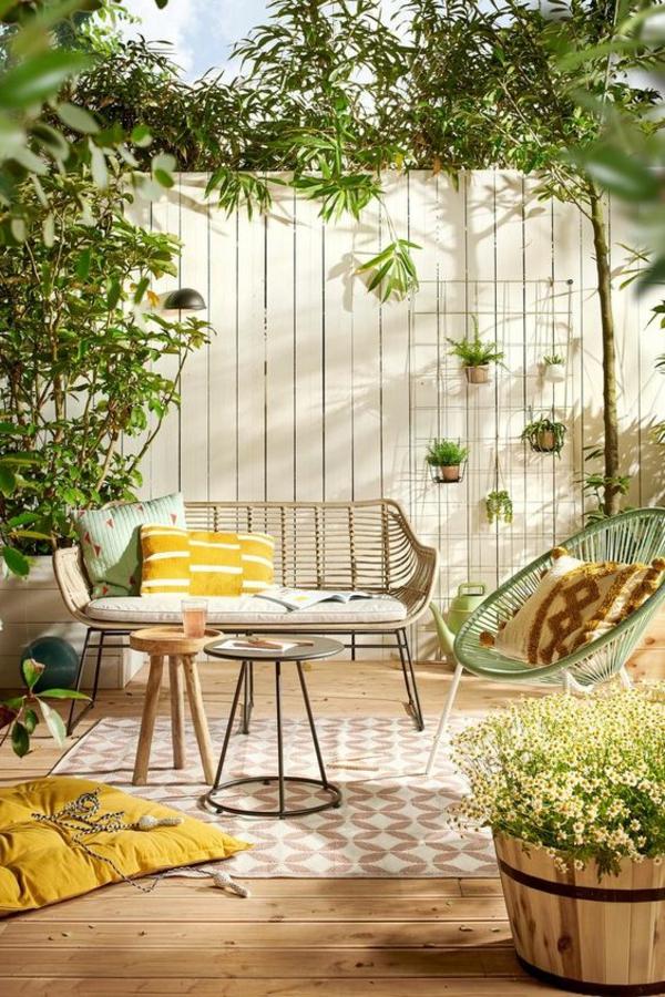 terrasse dekorieren einladend frische farben sichtschutz