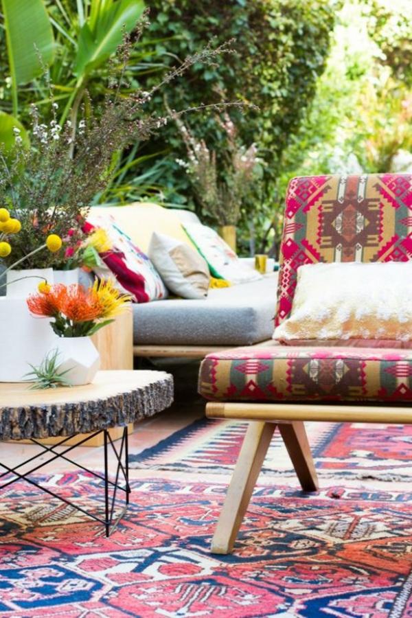 terrasse dekorieren farbenfrohe muster viele pflanzen gute stimmung