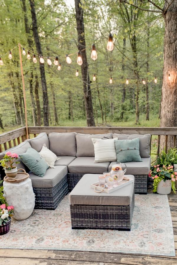 terrasse dekorieren gemütliche terrasse gestalten lichterkette