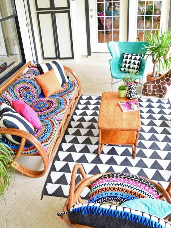 terrasse dekorieren outdoor teppich schöne pflanzen