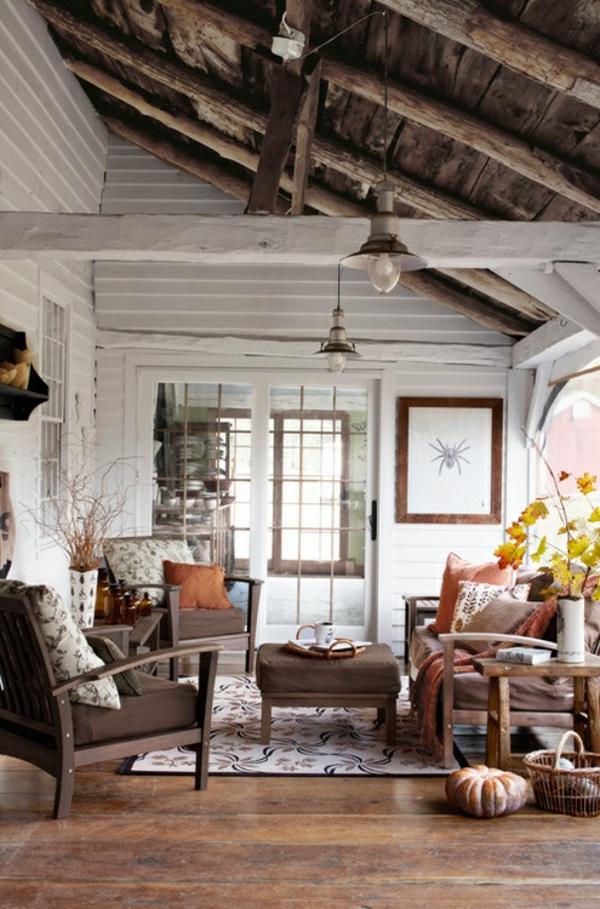 terrasse dekorieren rustikal gemütlich herbst stimmung