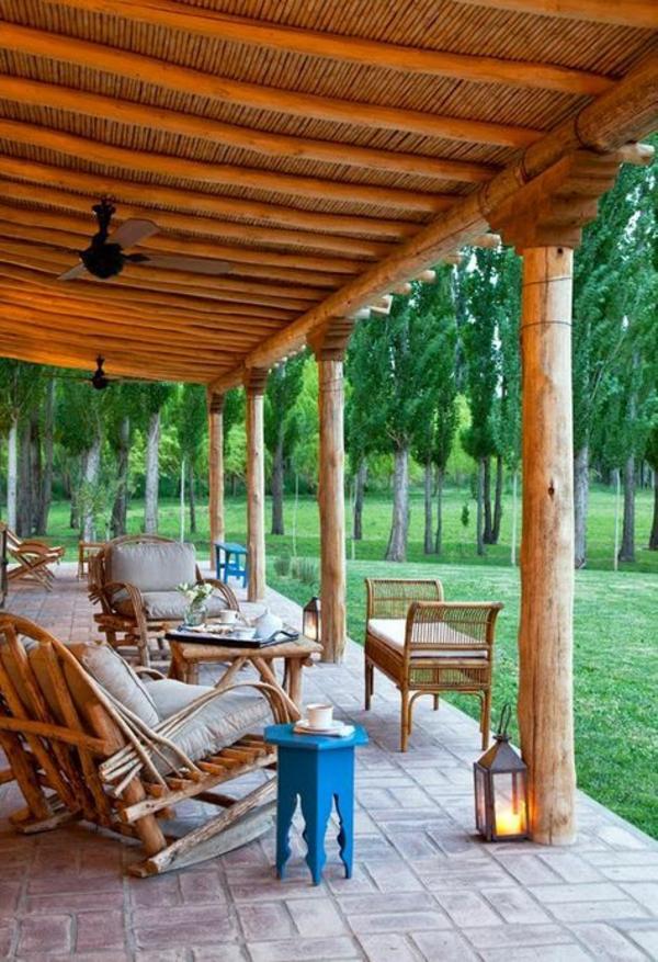 terrasse dekorieren rustikale elemente einladende atmosphäre