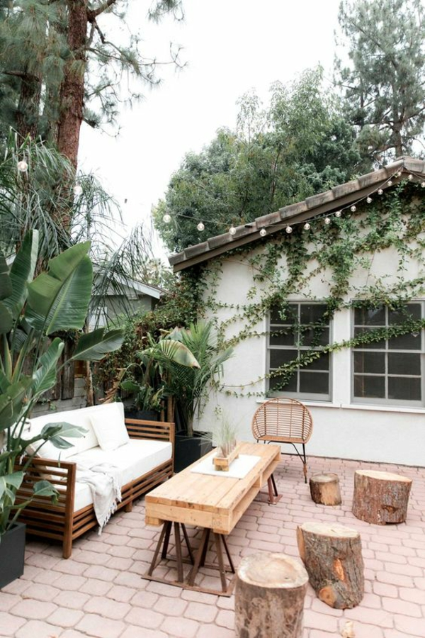 terrasse dekorieren schlicht stilvoll baumstümpfe