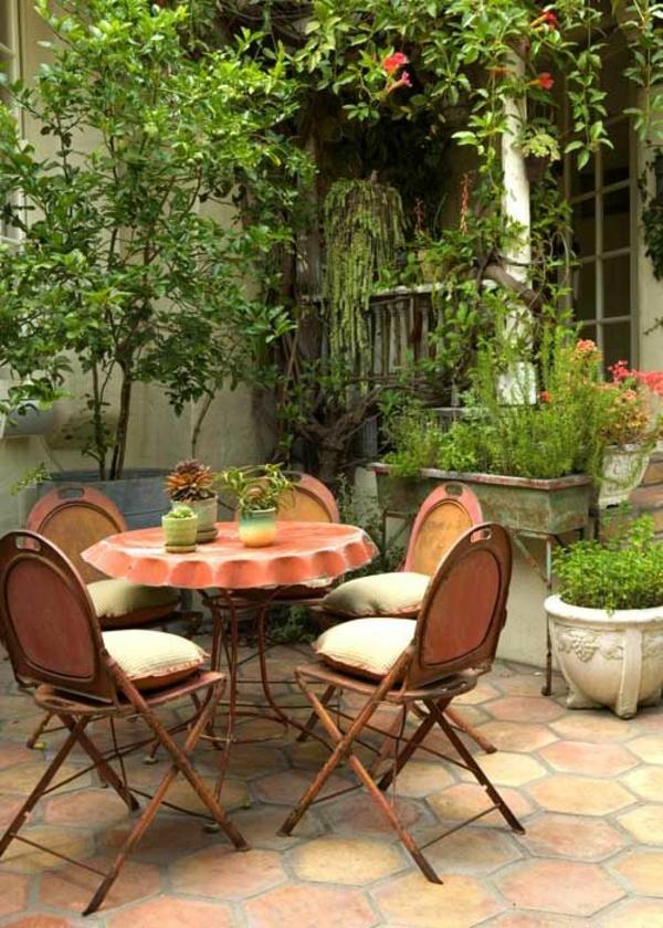 terrasse dekorieren tischdeko gartenpflanzen