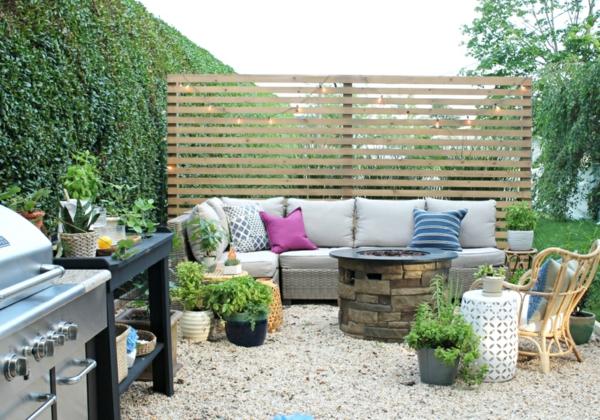 terrassentrennwand sichtschutz hinterhof gemütliche sitzecke gestalten