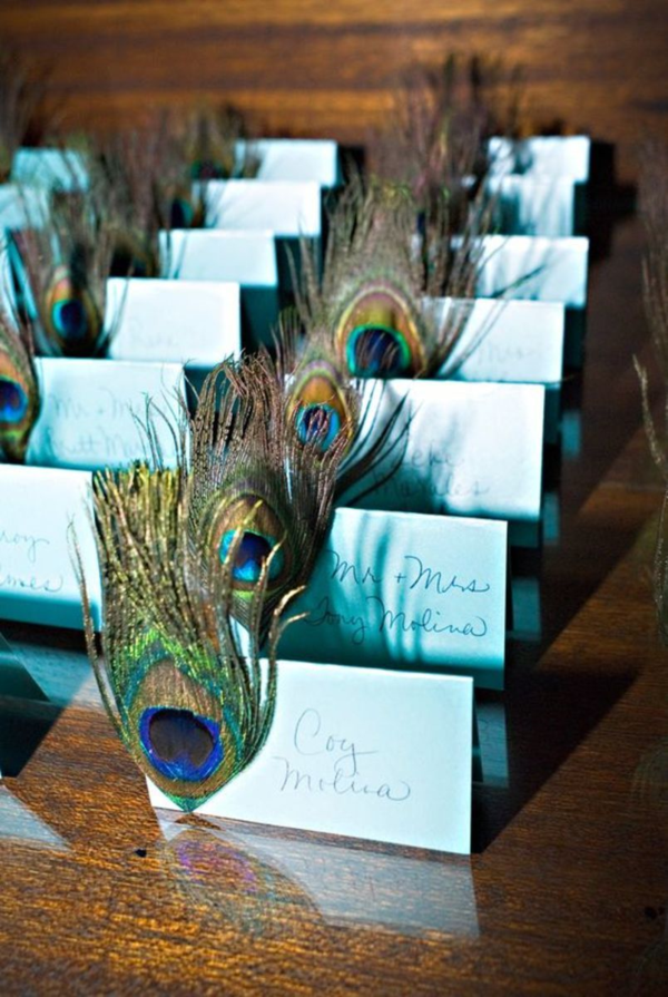 tischkarten hochzeit mit pfauenfedern