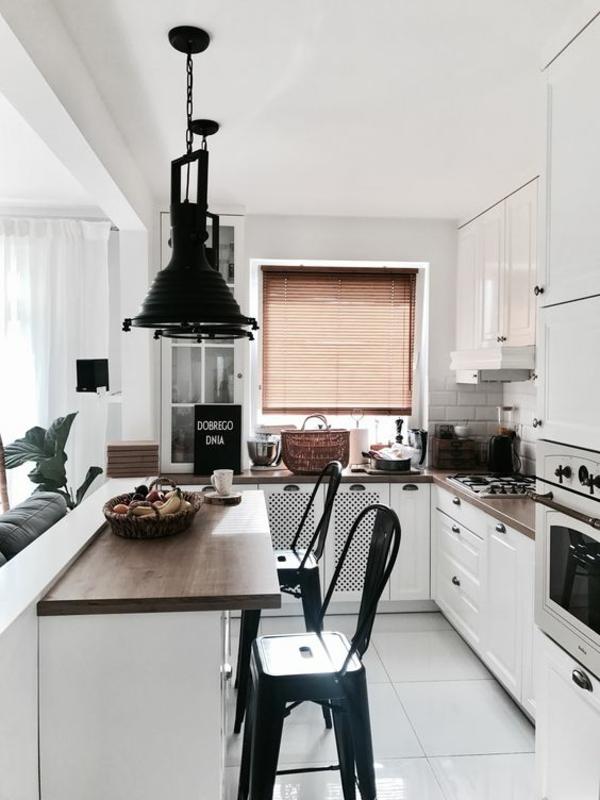 wohnküche einrichten kleine küche schwarz weiß