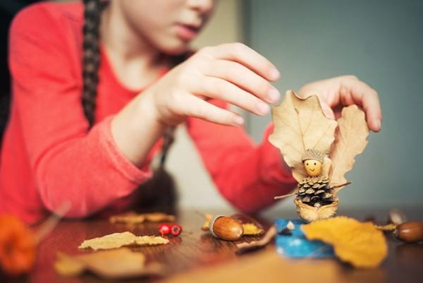 Basteln zum Herbst mit Naturmaterialien aus dem Garten oder Park kinder basteln
