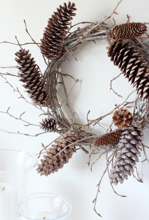 Basteln zum Herbst mit Naturmaterialien aus dem Garten oder Park kranz zapfen hübsch