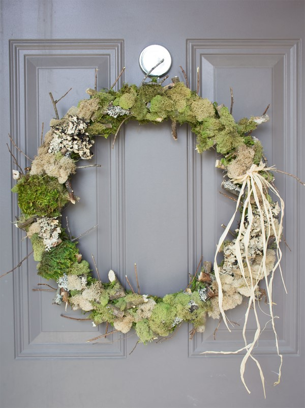 Basteln zum Herbst mit Naturmaterialien aus dem Garten oder Park moos kranz diy