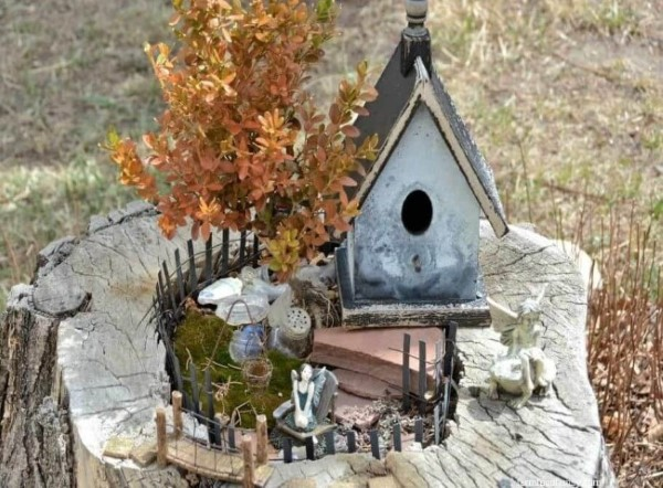 Baumstumpf dekorieren – kreative Ideen mit Liebe zur Natur vogelhaus feengarten