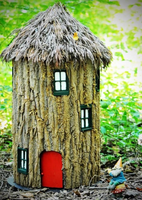 Baumstumpf dekorieren – kreative Ideen mit Liebe zur Natur zwergenhaus niedlich schön