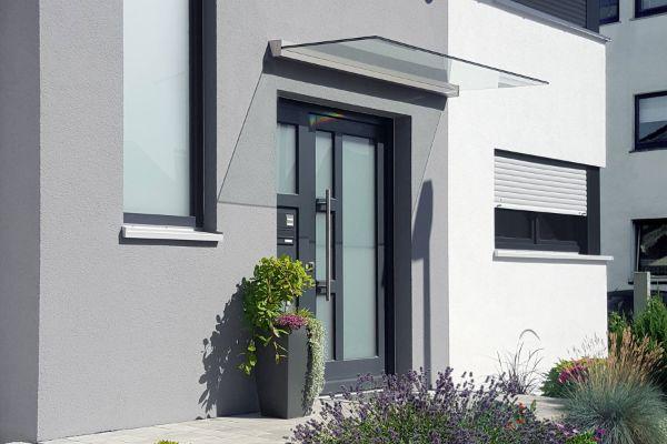 Glasvordach trendiges Design für moderne Architektur