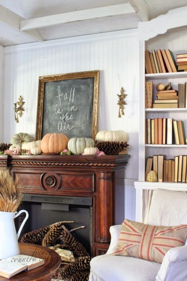 Herbstdeko-Ideen Tannenzapfen im Kamin