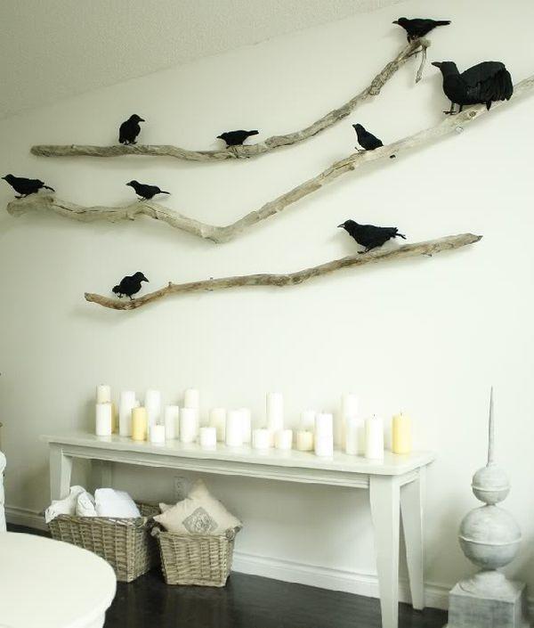 Herbstdeko-Ideen Treibholz und Zweige an der Wand