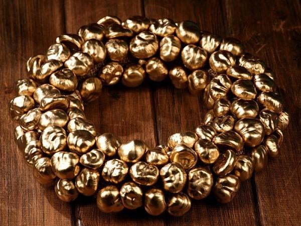 Kastanienkranz basteln zum Herbst – kreative Ideen und kinderleichte Anleitung goldener kranz bastelideen