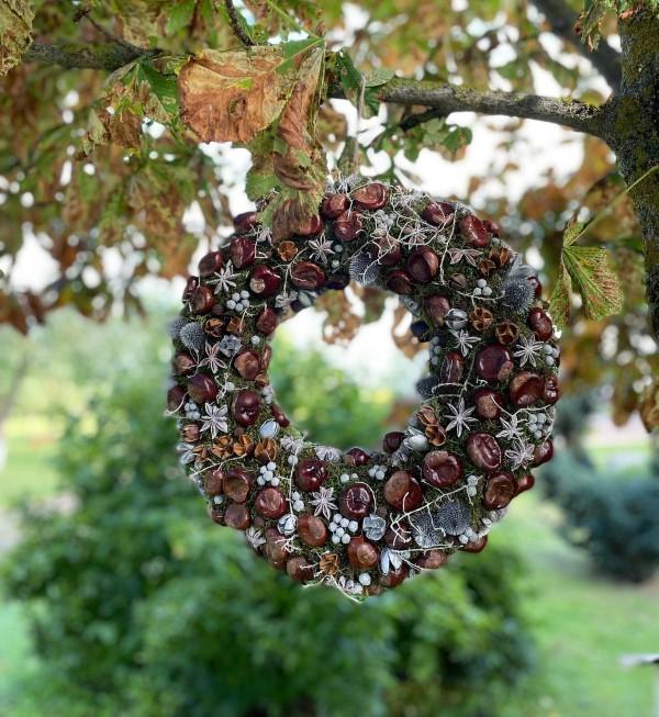 Kastanienkranz basteln zum Herbst – kreative Ideen und kinderleichte Anleitung kastanien naturmaterialien silber akzente