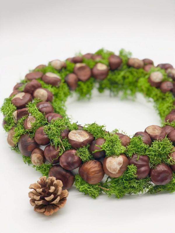 Kastanienkranz basteln zum Herbst – kreative Ideen und kinderleichte Anleitung kranz mit moos basteln