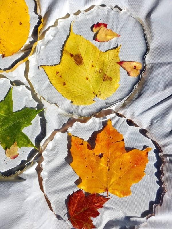 Mit Epoxidharz basteln zum Herbst – Ideen und Anleitungen für Schmuck und Deko herbstlaub bunt schön