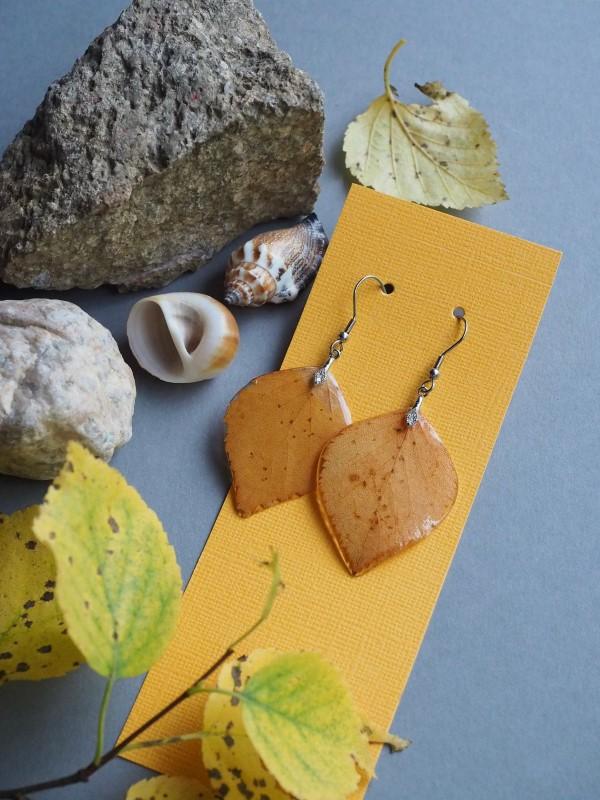 Mit Epoxidharz basteln zum Herbst – Ideen und Anleitungen für Schmuck und Deko ohrringe herbst blätter diy