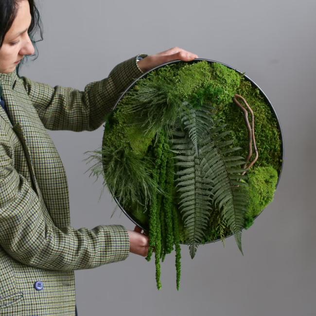 Moosbild selber machen – leichte DIY Anleitungen, Bastelideen und Tipps rundes arrangement mit farbe moos