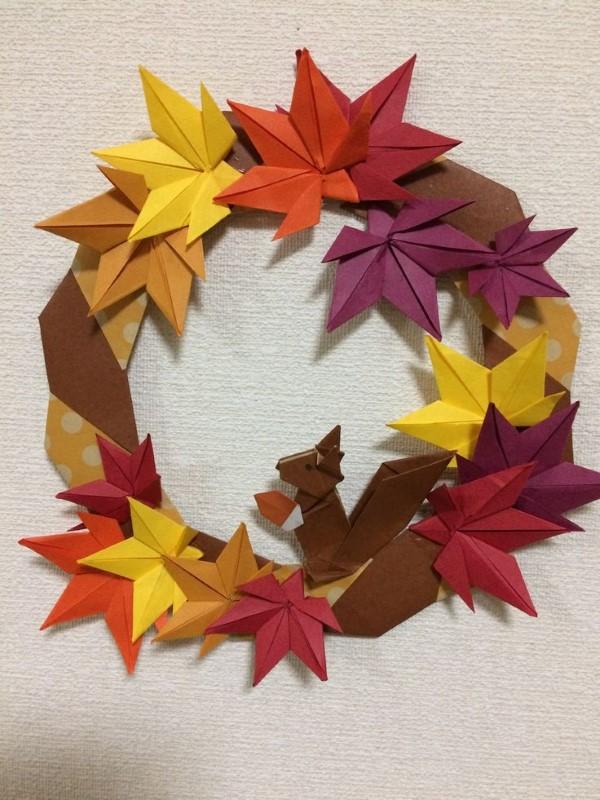 Origami Herbst Deko selber machen – Ideen und Anleitung nach japanischer Art eichhörnchen blätter kranz