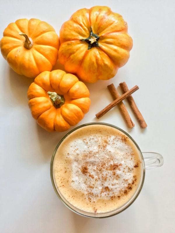 Pumpkin Spice Latte – köstliche Rezeptideen mit Kürbisgewürz mini kürbis deko zimt