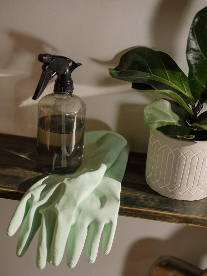 É assim que você pode limpar seu sofá de tecido - um meio eficaz de sua própria casa spray vinagre água e sabão