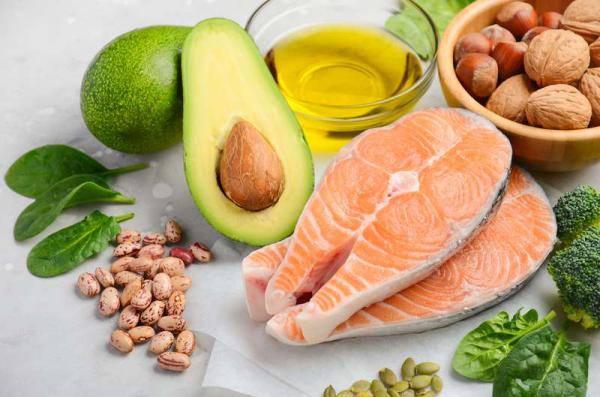 Thonon-Diät möglichst viel Fisch lachs essen gesund macht satt mit Gemüsesalat