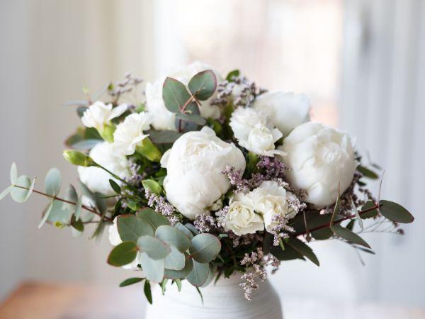 Tolle Hochzetsdeko in Weiß Brautsträuße