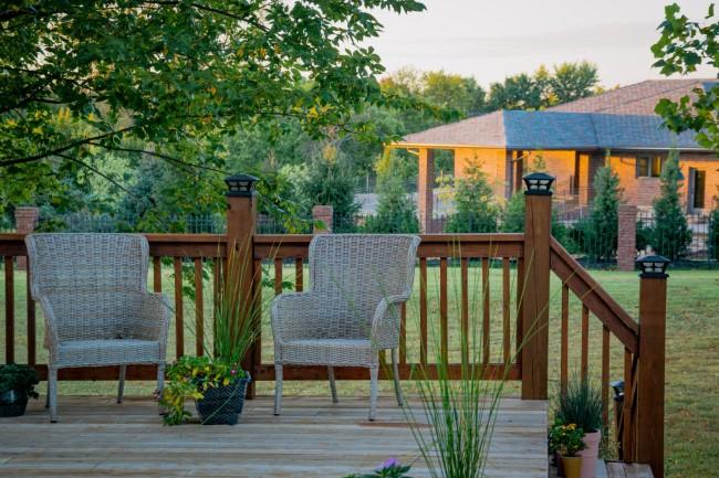Geländer für Veranda und Co. – kurze Kaufberatung für Hausbesitzer holz geländer gemütlich
