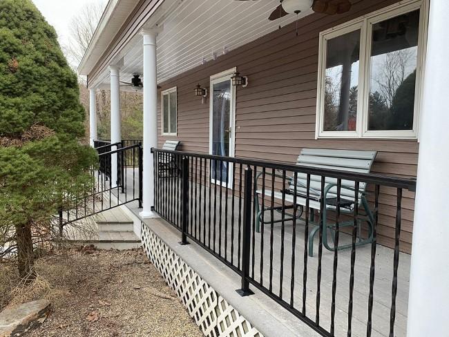 Geländer für Veranda und Co. – kurze Kaufberatung für Hausbesitzer metall schmiedeeisen geländer ideen