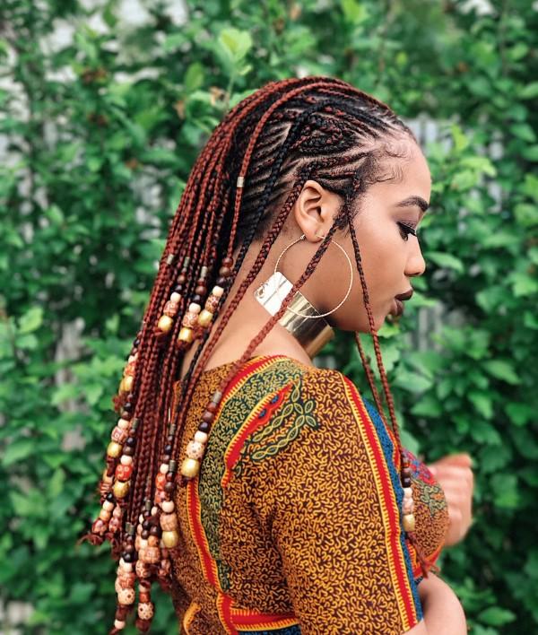 Welche sind die aktuellen Herbstfrisuren – Trends und Tipps für Ihren Herbstlook afro zöpfe mit perlen tradition