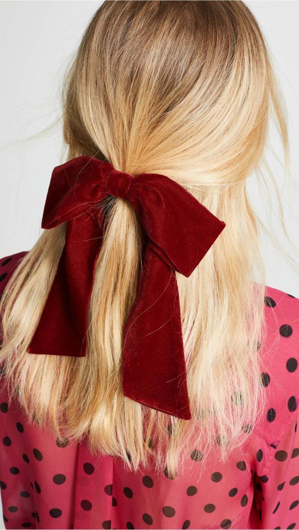 Welche sind die aktuellen Herbstfrisuren – Trends und Tipps für Ihren Herbstlook schleife samt rot ideen