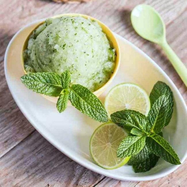 Zitroneneis ohne Eismaschine – 3 erfrischende Rezeptideen und Tipps minze dessert limetten