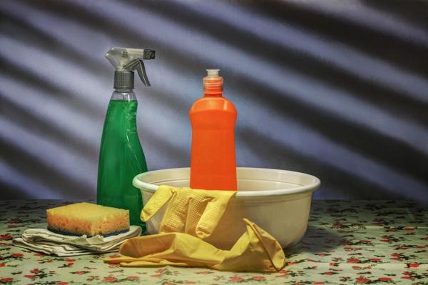 gebäudereinigung öffentlcihe räumlichkeiten säubern reinigungsmittel