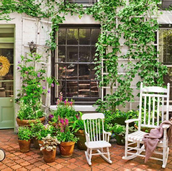gemütlicher Garten Innenhof Fenstergestaltung