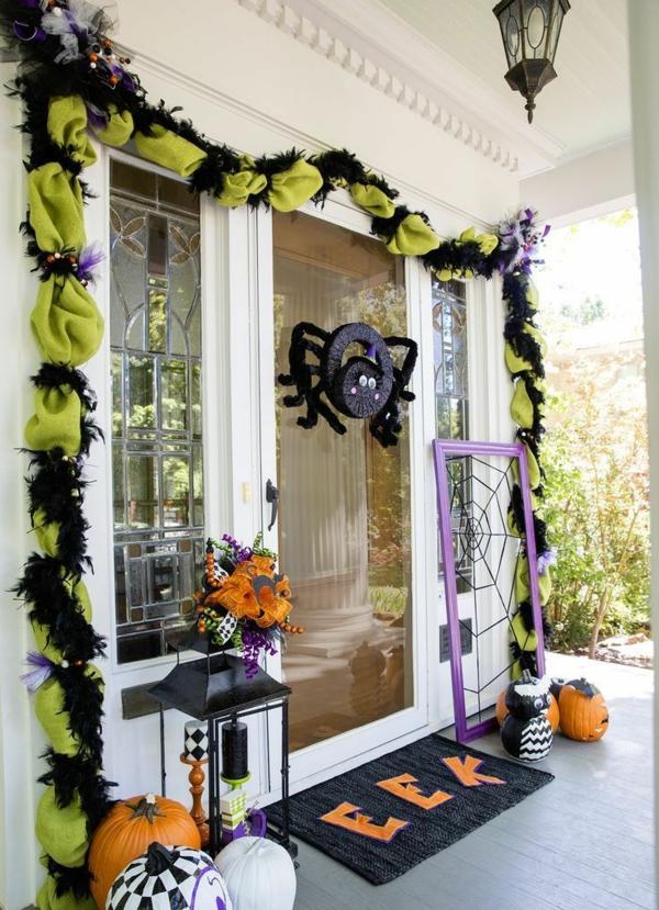 halloween türdeko spinne aufhängen girlande viele kürbisse