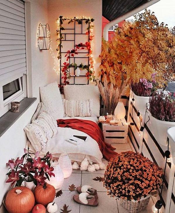 herbstbepflanzung balkon lichterketten romantische stimmung