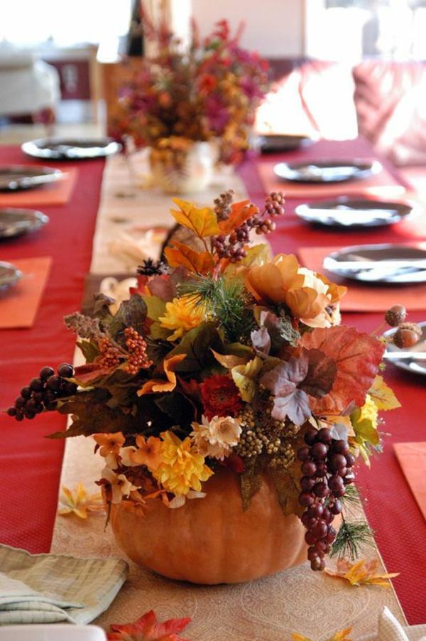 herbstdeko tisch ausgefallene dekoidee kürbis vase herbstblätter