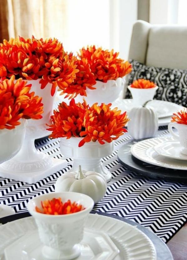 herbstdeko tisch frische idee krasse orangetöne schönes stoffmuster farbkontrast