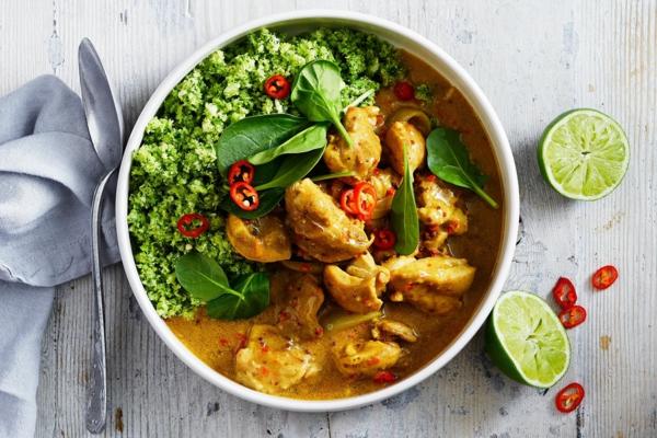 kohlenhydratarmes Hähnchen Curry mit Brokkoli Keto Diät