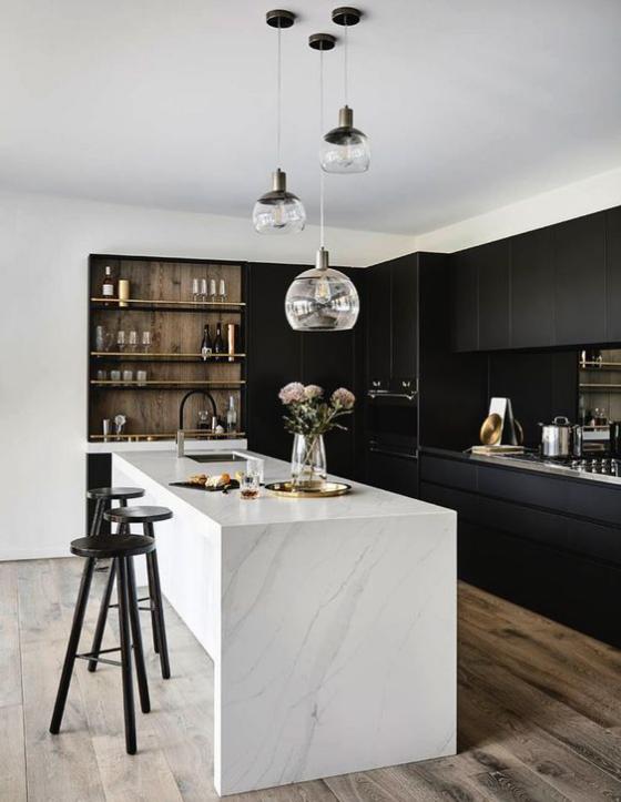 moderne Küche weiße Kücheninsel schwarze Schränke ffektvoller Farbkontrast stilvolles Küchendesign