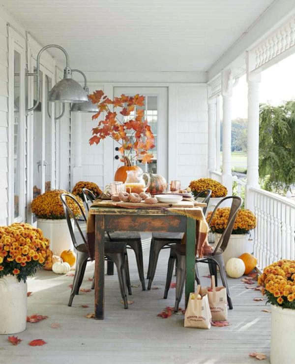 natürliche Deko-Ideen Herbst Esszimmertisch Holz