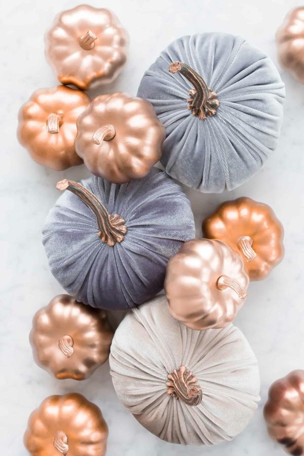 natürliche Deko-Ideen Herbst Kürbisse in Stoff einziehen