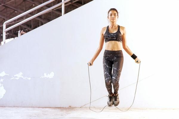 sportkleidung kaufen sport treiben passende sportbekleidung
