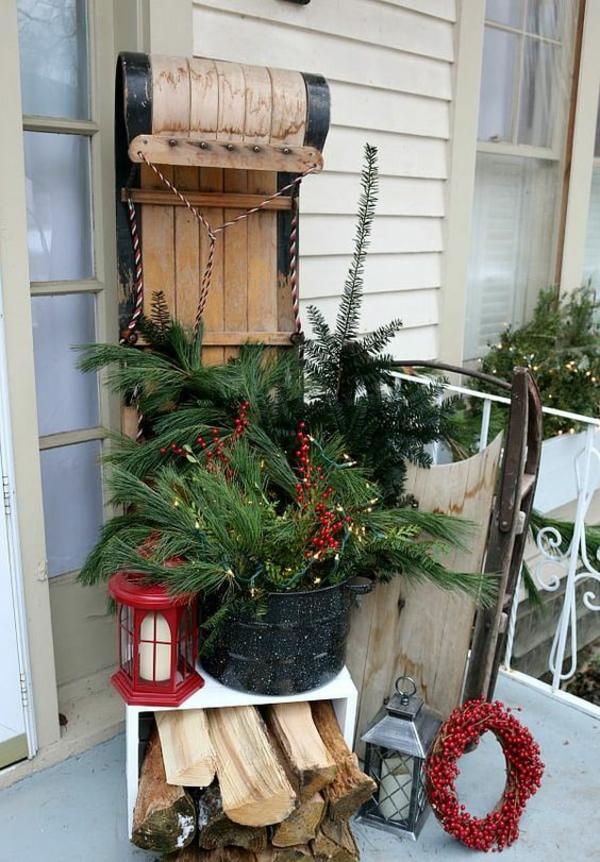 tannenzwiege weihnachtsdeko draußen