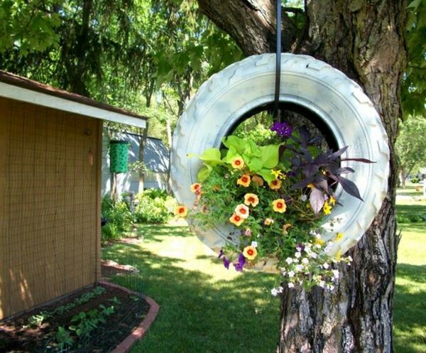 upcycling ideen garten frische hängende deko autoreifen