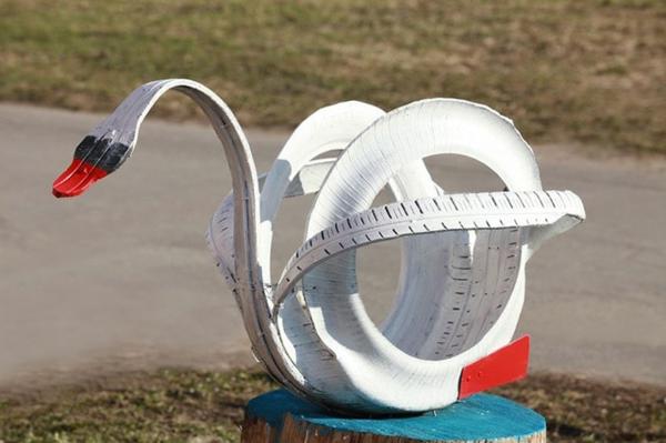 upcycling ideen garten schwan alte autoreifen bemalen umwandeln